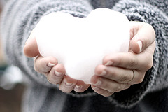 http://junemoon.files.wordpress.com/2007/09/snow-heart.jpg